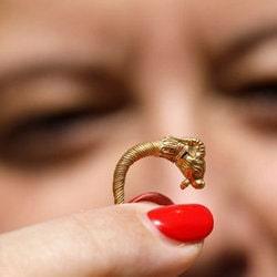 Une boucle d'oreille vielle de 2000 ans retrouvée sur un site archéologique de la Cité de David à Jérusalem
