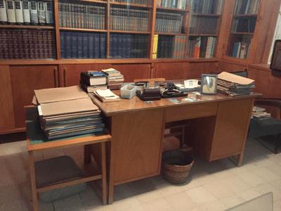 Bureau de David Ben Gourion qui est reste intact après son décès