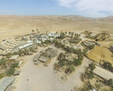 Vue aérienne de Kfar Hanodim en plein désert du Neguev